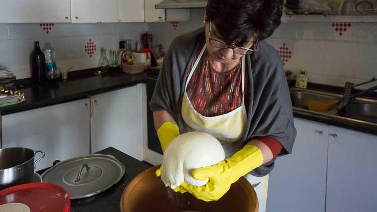 casa atza cheesemaking